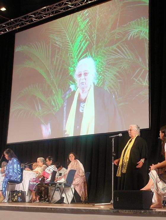 Die Internationale Botschafterin des Rates, Pauline Tangiora aus Neuseeland, spricht über die Aufgaben des Rates der 13 Grandmothers. Foto: Heiderose Manthey