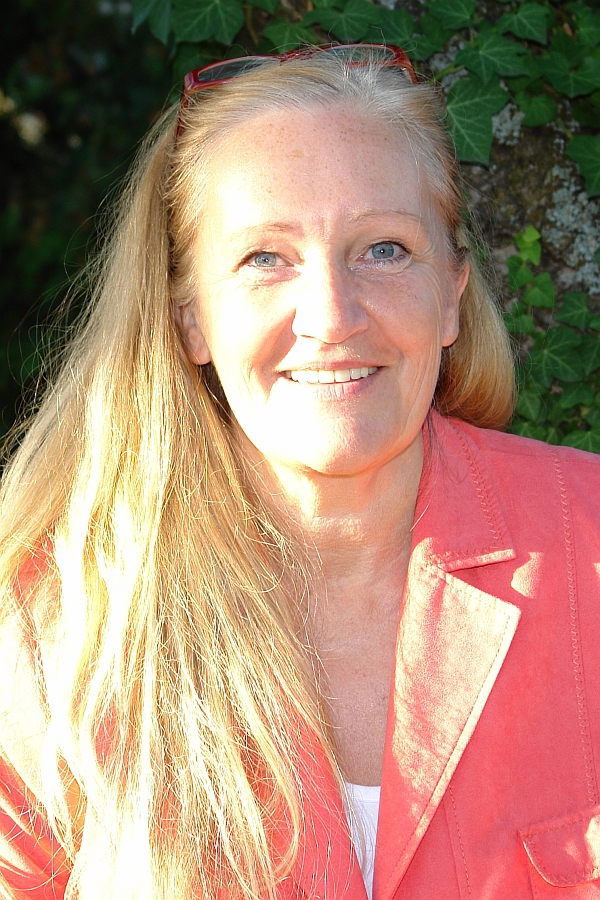 Heiderose Manthey. Gründet 2006 die FREE - Freie Energiearbeit. Sie lehrt, bildet aus und leitet Workshops in dieser Technik zur Erhöhung der Selbstwahrnehmung, Fremdwahrnehmung und kompetenten Kommunikationsfähigkeit.