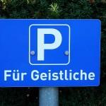 ARCHE-Foto Keltern-Weiler Parkplatz für Geistliche