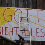 ARCHE-Foto Keltern-Weiler Mahmal Sexuelle Gewalt von Frauen an Schutzbefohlenen Kinderschänderin raus - sofort ab in Therapie !_26