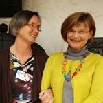 Berkenberg Dagmar und Temming Sabine beim ARCHE-KONGRESS 2013 schlagen die Brücke von Waldbronn nach Fürstenfeldbruck und Tokio