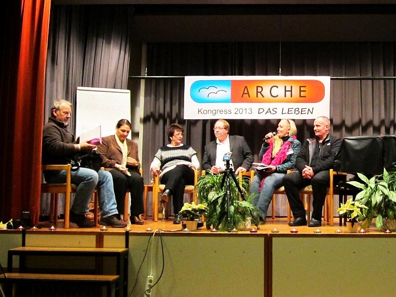 Menschen bei Manthey - Heiderose im Gespräch mit Gästen über Selbstbestimmungsrecht und Pressefreiheit