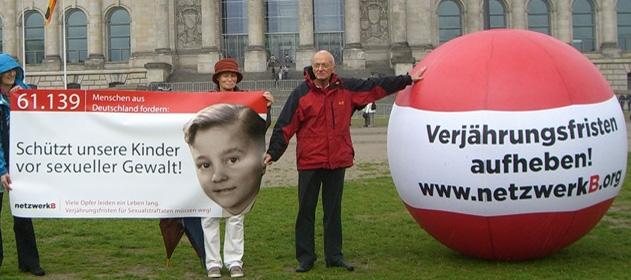Norbert Denef. Streik in Berlin 2012. Aufhebung der Verjährungsfristen bei Sexuellem Missbrauch.