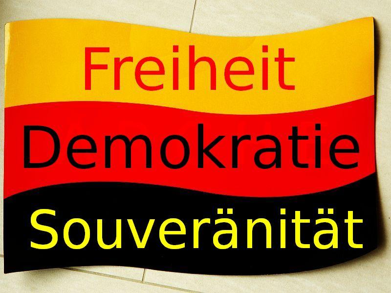Auf den Kopf gestellt. Die deutsche Flagge.