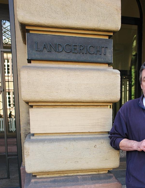 Am 17. September 2012 begleitete Heiderose Manthey einen um seine Söhne kämpfenden Vater in einem Prozess ins Landgericht Karlsruhe. Sein Verteidiger war Dr. Hubert Gorka, der Anwalt von Harry Wörz.