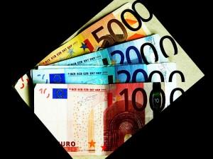 Spitzengehalt jeden Monat. 17.800 Euro für Abgeordnete des EU-Parlaments.
