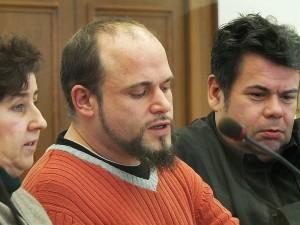 Dennis Stephan mit seinem Verteidiger, RA Thomas Saschenbrecker und Andrea Jakob.