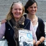 Berlin. Heiderose Manthey traf Monika Ebeling auf dem 1. Internationalen Vatertag beim Symposium vor dem Reichstag.