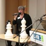 Ulla Bundrock-Muhs erklärt plastisch die Beziehungen in einem Beratungsgespräch.
