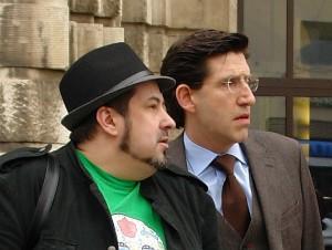 PAPA-YA. Herausgeber Jörg Mathieu und der Autor des angeprangerten Artikels, Marcel Offermann (rechts), Zeuge vor Gericht.