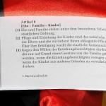Verstoßen täglich gegen das Grundrecht: Jugendämter und Familiengerichte in Deutschland.