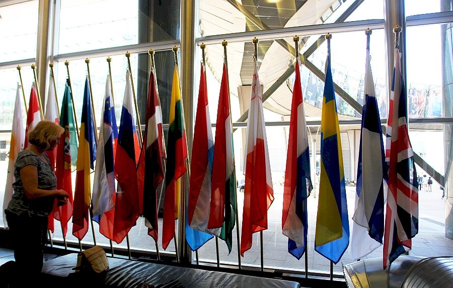 Brüssel. Pressestelle Europäisches Parlament. Imke Wrage von ARCHE.TV erhielt die Presseausweise des ARCHE-PRESSE-TEAMS zur Drehgenehmigung und für Fotoaufnahmen.
