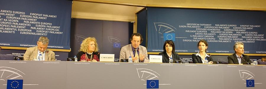 Europäisches Parlament. Pressekonferenz. Unter Leitung von Philippe Boulland. Mit Cristina Muscardini. Niccolò Rinaldi.