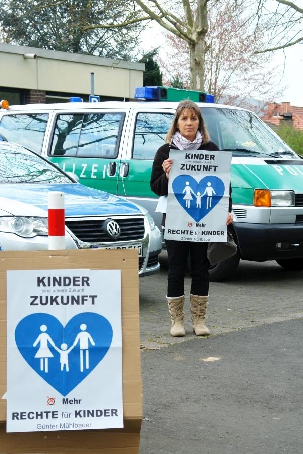 Hann. Münden. Lauter Protest vor dem Jugendamt Hann. Münden. Ein erneuter Fall von kid - eke - pas.