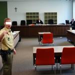 ARCHE wurde trotz Foto- und Dreherlaubnis auch das Fotografieren nach dem Prozess durch einen Polizisten verboten.