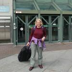 Strafgericht München. Nach dem Prozess. Imke Wrage wieder mit voller Ausrüstung. Die Kamera wurde ihr vor dem Gerichtssaal von der Polizei abgenommen.