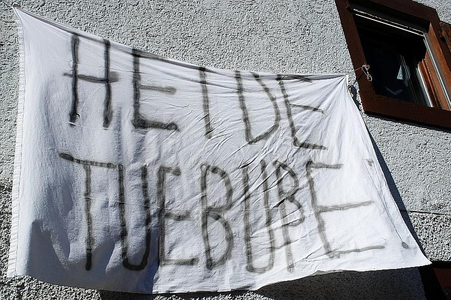 """Am 14. Mai 2014 wurde dieser """"Ratschlag"""" am Anwesen von Heiderose Manthey angebracht: """"Tue Buße!"""""""