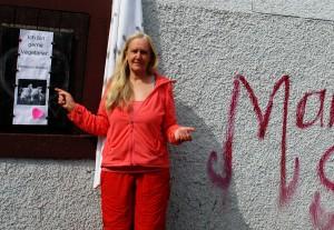 Anschläge seit 17 Jahren auf Heiderose Manthey. Ein Dorf versucht durch Angriffe seine Taten zu decken.