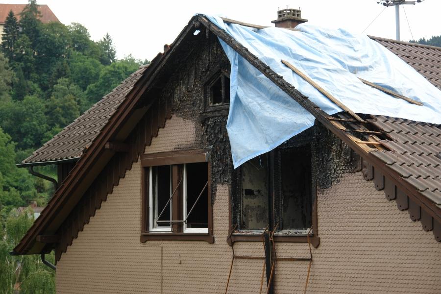 Ausgebrannt. Die Wohnung eines Künstlers. Der gesamte Hausrat ein Raub der Flammen.