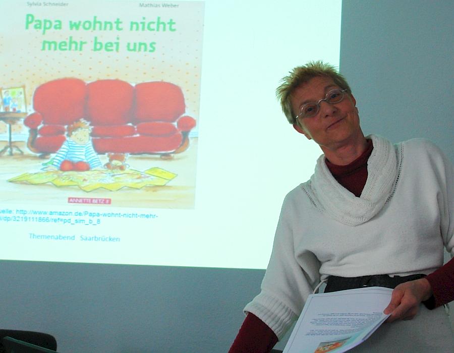 Engagiert sich für Kinder in Trennungs- und Scheidungssituationen. Angela Hoffmeyer. Sucht den Internationalen Fachaustausch.