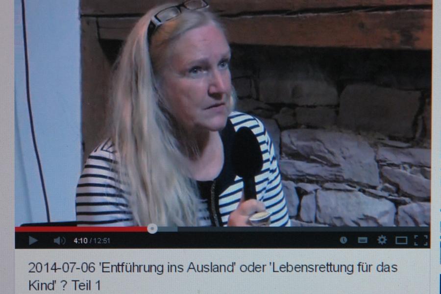 Heiderose Manthey. Leiterin der ARCHE führt die Interviews mit dem Juristen Claus Plantiko und dem Vater Matthias Engl.