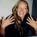 Heiderose Manthey dient als Übersetzerin der Nachrichten ihres Systems aus dem Resonanzfeld.