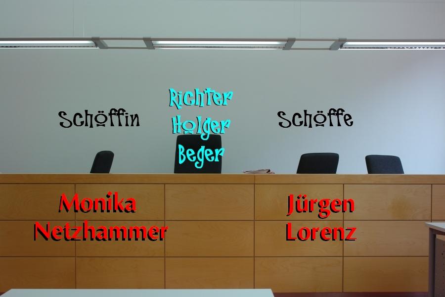 Jürgen Lorenz und Monika sind die Schöffen, die neben VRL Holger Beger mitverantwortlich zeichnen für die Verurteilung des Vaters Matthias Engl.