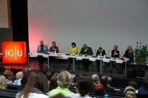 Podiumsdiskussion. Moderator Prof. Dr. randolph Ochsmann.