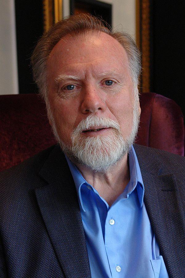 """Prof. Dr. Gordon Neufeld. Entwicklungspsychologe. Wissenschaftler. Bindungsforscher. Autor """"Unsere Kinder brauchen uns !"""""""