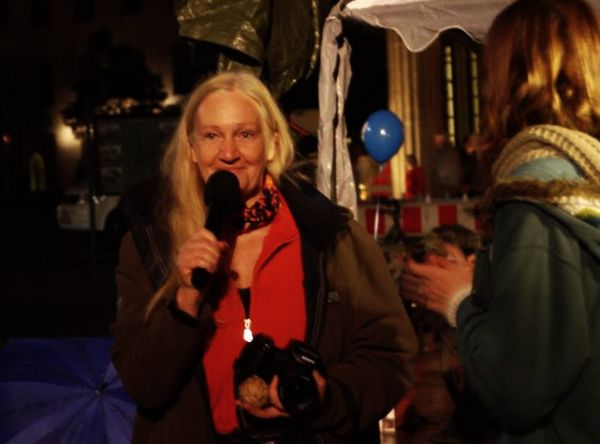 Heiderose Manthey spricht in Berlin.