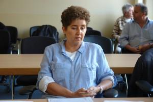 Andrea Jacob im Gerichtssaal des Hessischen Verwaltungsgerichtshofes.