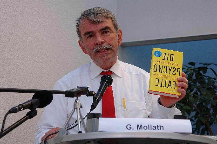 Gustl Mollath. Stellt das Buch 'DIE PSYCHOFALLE' vor.