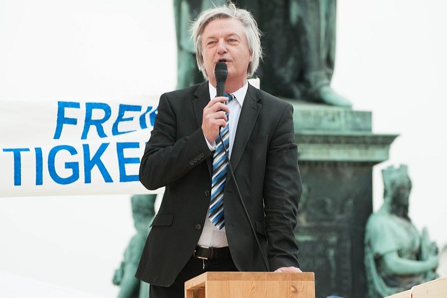 Jürgen Elsässer. Spricht auf der 5. KARLSRUHER FRIEDENS-PROKLAMATION am 16. Juni 2014.