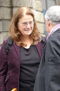 Jutta Ditfurth vor dem Landgericht I in München.