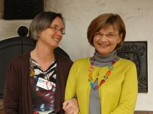 Sabine Temming und Dagmar Berkenberg. Setzen sich ein für den Weltfrieden. Foto: Heiderose Manthey beim ARCHE-KONGRESS 2013 in Waldbronn.