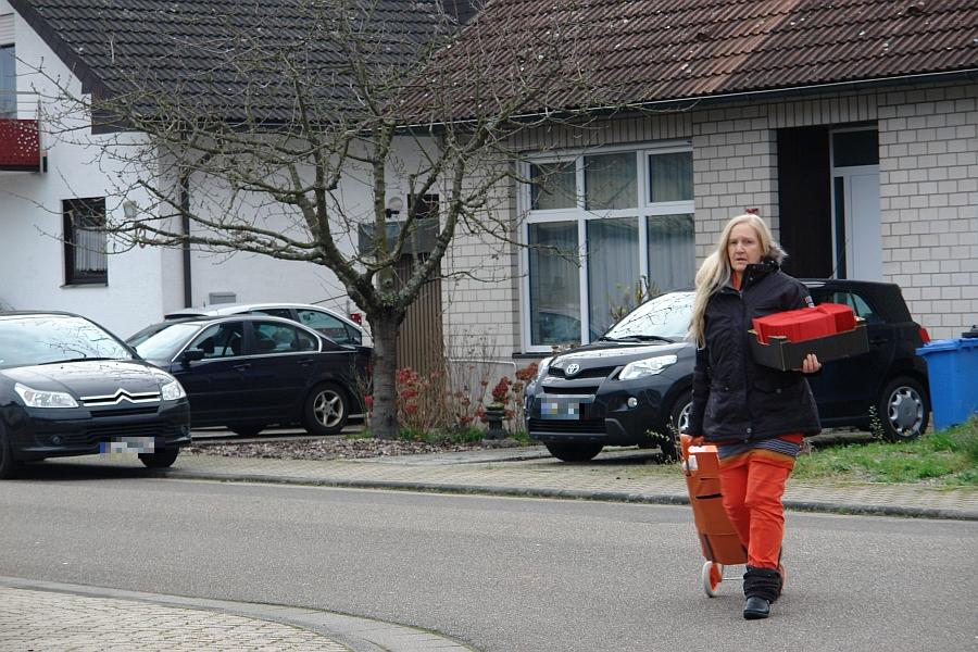 Die Mutter mit ihren Brieffen am Falkenweg.
