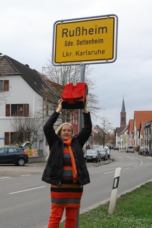 Ortseingang Rußheim. An die Bevölkerung.