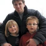 Dennis Musal und seine Kinder.