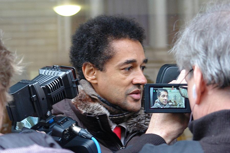Europa- und Menschenrechtsanwalt Dr. David Schneider-Addae-Mensah vor Gericht wegen Beleidigung.