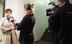 Andrea Jacob in Burgdorf. Ein Fernsehteam interessiert sich für den Fall.