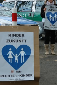 Vorgehen gegen Eltern-Kind-Entfremdung und gegen Neubeelterung. Demo kommenden Montag in Bremen.