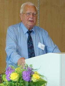 Prof. Dr. Wolfgang Klenner. Beim Vortrag an der Universität in Lüneburg.