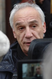 Holger Ewald. Hier im Interview vor dem Landgericht Bayreuth.