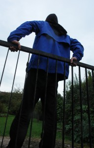 Ein Leben wie hinterm Zaun. Keiner da, der ihn versteht.
