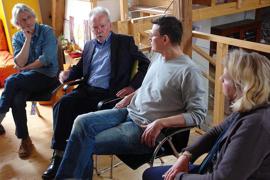 Prof. Dr. Wolfgang Berger, Philosoph und Ökonom, nach seinem Intrerview mit Ralph Suikat, Werner Temming und Gästen des ARCHE TV - Studio im LebeGut-Haus.