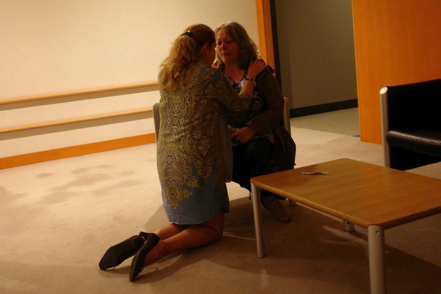 """Heiderose Manthey an Cecilia Wikström: """"So wie Sie vor der Mutter auf die Knie gegangen sind, so gehe ich vor Ihnen auf die Knie, weil Sie ein Mensch sind !"""""""