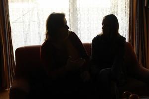 Im Gespräch mit Kerstin Roth ist eine Mutter, deren Kind ins Heim gebracht wurde.