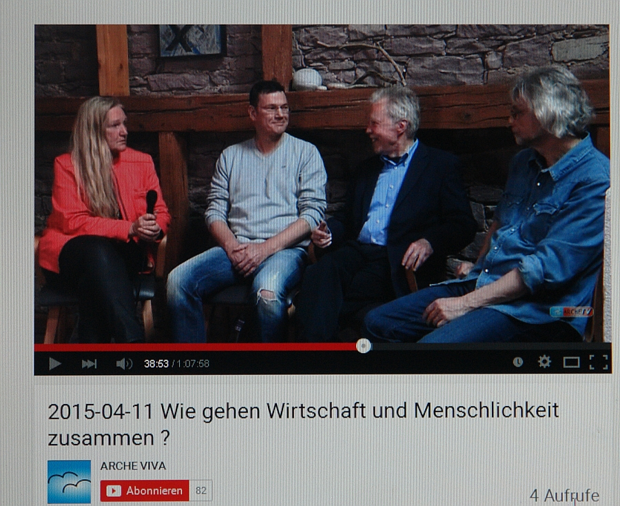 """Heiderose Manthey interviewt Prof. Dr. Dr. Wolfgang Berger. Gäste für die Diskussionsrunde """"Wirtschaft in der Region"""" sind Ralph Suikat von FairAntwortund und Werner Temming vom LebeGut-Haus."""