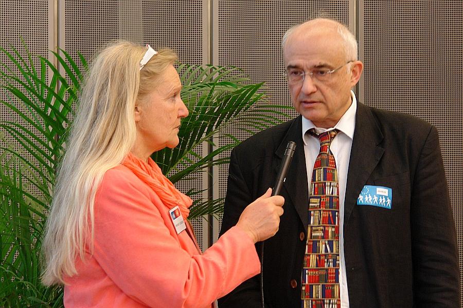 Petent. Trägt zum zweiten Mal im Petitionsausschuss vor. Prof. Dr. Aris Christidis. Menschenrechtsverletzungen an seinen Kindern und an ihrem Vater.