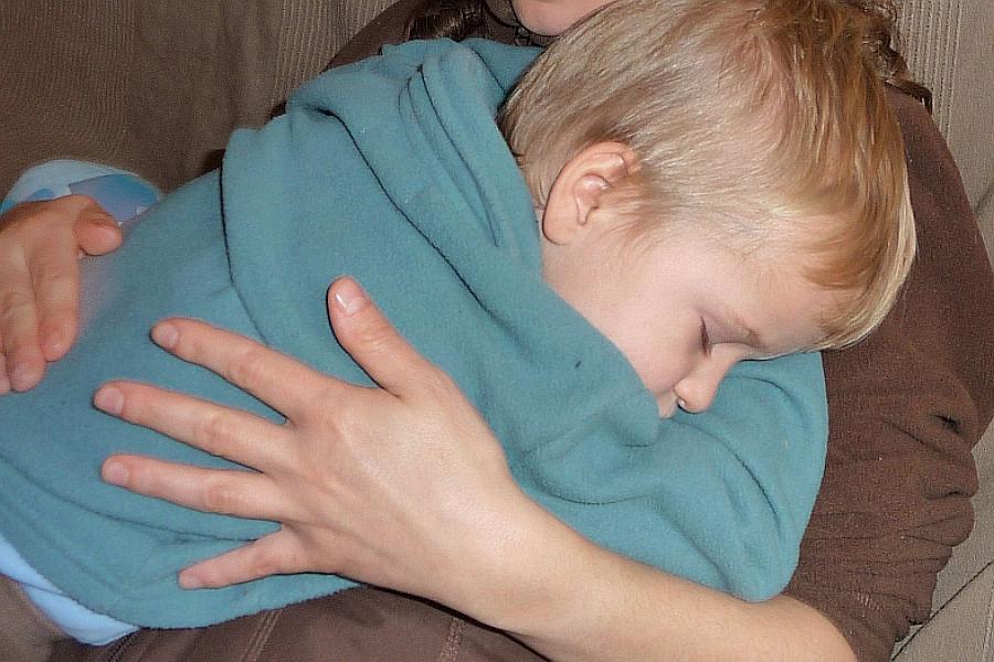 Erholungsschlaf im energetischen Feld der Mutter.